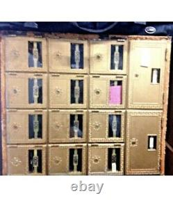 Clustered mailboxes holds 2 large slots and 12 medium slots (No Keys)