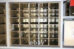 Boîte Aux Lettres De La Cuve De Salsbury Utilisée 30 Portes Chargement À L'arrière Terminé Sur Cadre Accès Privé