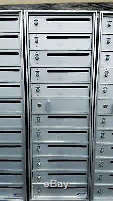 Emplacement Intérieur Commercial Cluster Boîte Aux Lettres Individuelle Combo Locks Collecte Local