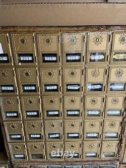 P. O Box Mailboxes Design Orné, Vue Avant En Verre 30 Petites Fentes, (pas De Clés)